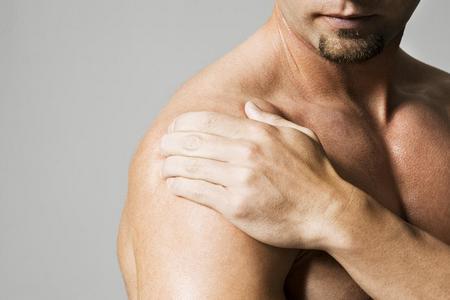 плечо мужчины