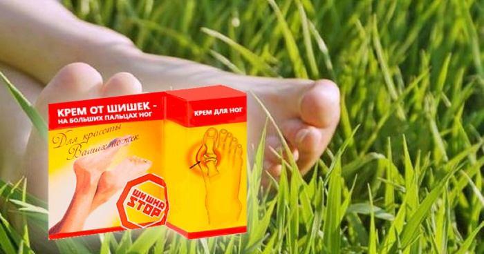 ноги женщины и упаковка со средством