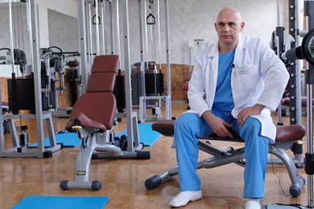 доктор в спортзале